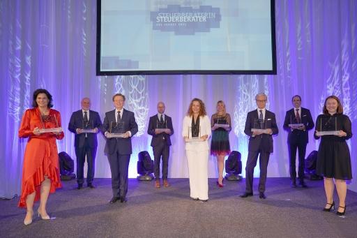"""Die stolzen Preisträgerinnen und Preisträger der sieben Fachkategorien sowie der Awards """"Lebenswerk"""" und """"Rookie of the Year"""" wurden am 8. Juni in den Wiener Sofiensälen prämiert."""