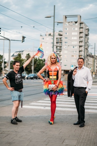 v.l.n.r.: Mag. Berthold Heber, Drag Queen Candy Licious, BV Thomas Steinhart