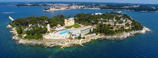 """Insel Sveti Nikola bei Porec, mit dem Hotel """"Isabella Island Resort"""" der österreichischen Hotelgruppe Valamar."""