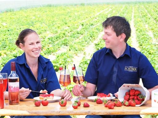 Richard Schober und Freundin Carina Zörnpfenning verarbeiten die eigenen Früchte auch zu Frizzante und anderen Spezialitäten.