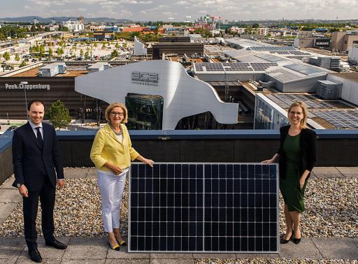 v.l.n.r.: Paul Douay (Director of Operations -Unibail-Rodamco-Westfield Österreich & Deutschland), Johanna Mikl-Leitner (Landeshauptfrau Niederösterreich) und Leonore Gewessler (Klimaschutzministerin)