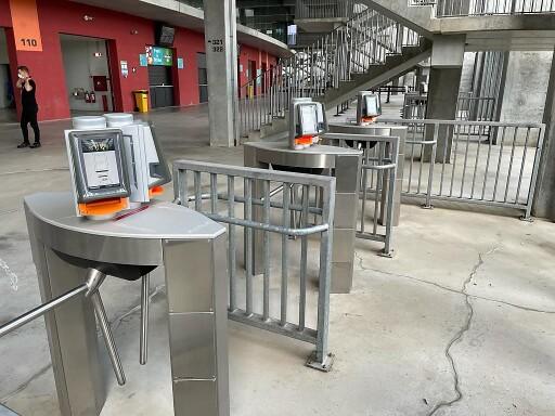 130 Zutrittssysteme von Axess sind an den Eingängen im Einsatz