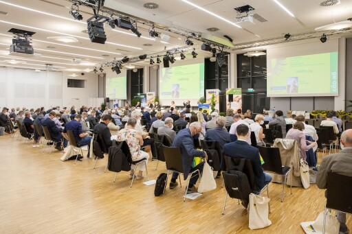 Saal mit Delegierten in der AKNÖ