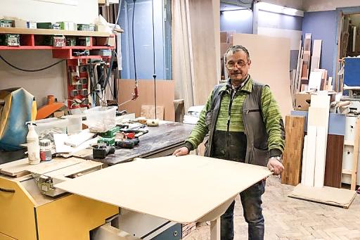 """Die ersten Betten für das Projekt """"Gut und gesund schlafen"""" zur Unterstützung für Schwangere und Mütter in Not der St. Elisabeth-Stiftung in Wien sind bereits bei der Tischlerei in Produktion."""