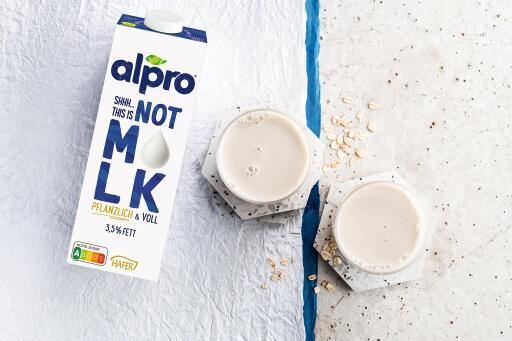 Mit Not M*LK Pflanzlich hat Alpro Drinks entwickelt, die eindeutig keine Milch sind, geschmacklich jedoch auch Milchliebhaber ansprechen.Bildquelle: Alpro (bei Verwendung bitte angeben) / Weiterer Text über ots und www.presseportal.de/nr/156604 / Die Verwendung dieses Bildes ist für redaktionelle Zwecke unter Beachtung ggf. genannter Nutzungsbedingungen honorarfrei. Veröffentlichung bitte mit Bildrechte-Hinweis.