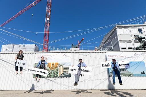 PK vor dem Parlament, das Erneuerbaren-Ausbau-Gesetz muss JETZT auf den Boden gebracht werden, fordern die Erneuerbaren-Verbände, GLOBAL 2000 und das Klimavolksbegehren