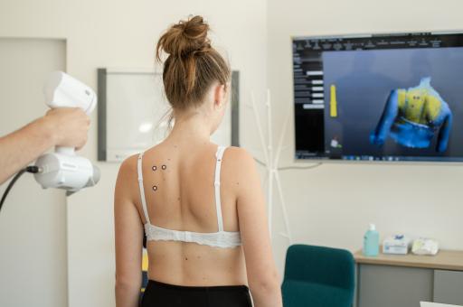 Ob bei der Skoliose-, Prothesen- oder Orthesenversorgung: Dank der modernen Scan-Technologie ist eine berührungslose, präzise Maßabnahme möglich