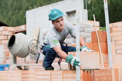 Mitarbeiter beim Baujob
