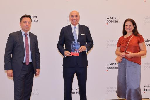 Wiener Börse Preis 2021: Verbund AG mit Journalistenpreis (2. Platz), von links nach rechts: Andreas Wollein (Verbund), Peter Kollmann (Verbund AG), Ingun Metelko (Verbund AG)