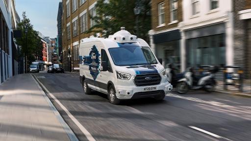 """Die Paketlieferung bis an die Haustür gehört mehr denn je zu unserem Alltag. Die Art und Weise jedoch, wie die Pakete zugestellt werden, könnte sich bald radikal verändern: Ford erforscht gemeinsam mit dem Zustelldienst Hermes die Möglichkeiten, selbstfahrende Transporter für die sogenannte """"letzte Meile"""" einzusetzen. Der zweiwöchige Praxistest in London ist Teil des neuen Forschungsprogramms von Ford zu autonomen Fahrzeugen und ihren Potenzialen im gewerblichen Einsatz. Hermes beteiligt sich als erstes Unternehmen an diesem Pilotversuch. / Weiterer Text über ots und www.presseportal.de/nr/143363 / Die Verwendung dieses Bildes ist für redaktionelle Zwecke unter Beachtung ggf. genannter Nutzungsbedingungen honorarfrei. Veröffentlichung bitte mit Bildrechte-Hinweis."""
