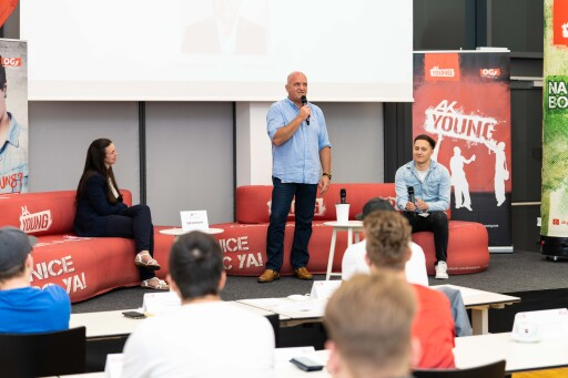 AK Niederösterreich-Präsident und ÖGB NÖ-Vorsitzender Markus Wieser, einst selbst Lehrling und Jugendvertrauensrat, begrüßte die TeilnehmerInnen des Jugendparlaments.