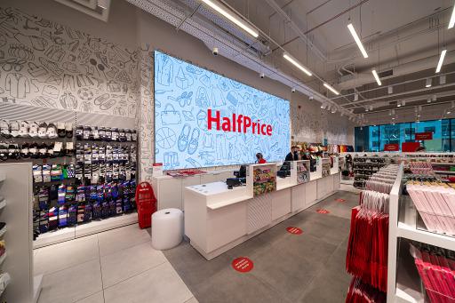 Der Kassenbereich einer HalfPrice-Filiale
