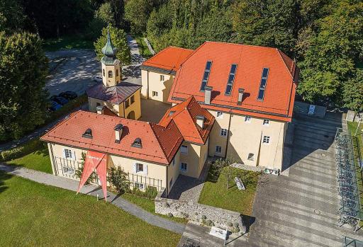 Direkt am Campus Urstein der FH Salzburg ist seit 2016 das eigene Startup Center angesiedelt. Das FHStartup Center ist erste Anlaufstelle für Studierende, AbsolventInnen und Forschende mit Gründungsinteresse.