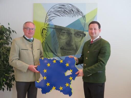 Bauernbundobmann LH-Stv. Stephan Pernkopf und Direktor Paul Nemecek fordern mehr Hausverstand und Versorgungssicherheit in Europa.