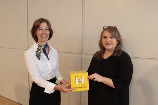 Monika Gugerell, MSc, Pflegeexpertin im Hilfswerk Österreich (links), und Elisabeth Anselm, Geschäftsführerin des Hilfswerk Österreich