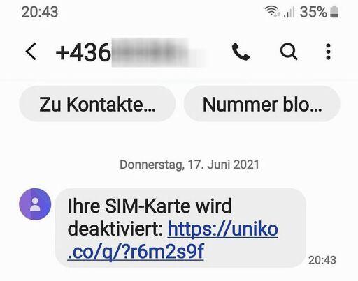 """Beim ersten Angriff empfängt man eine Textnachricht mit den Hinweisen """"Neue Voicemail"""" oder """"Ihre SIM-Karte wird deaktiviert"""", gefolgt von einem Link."""