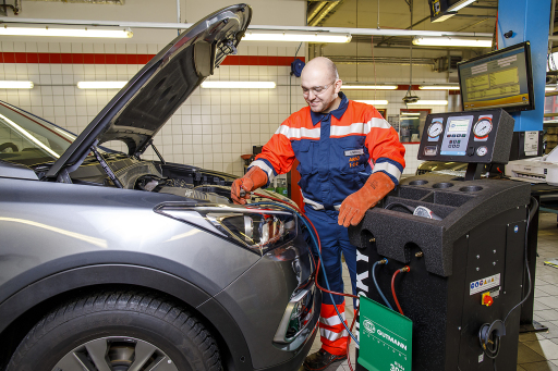 Fahrzeug-Check vor der Urlaubsfahrt -Klimaanlagenüberprüfung