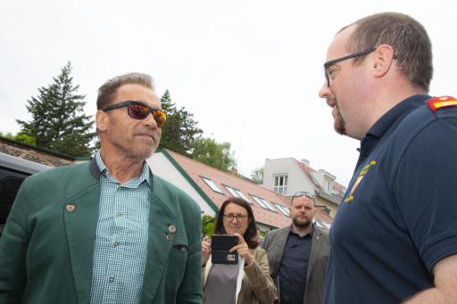 Schwarzenegger im Gespräch mit ÖBFV-Generalsekretär Raphael Koller