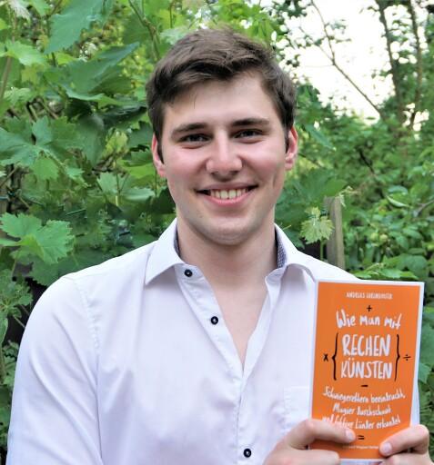 Andreas Ehrendorfer (23) begeistert mit einem humorvollen Buch für Mathematik im Alltag