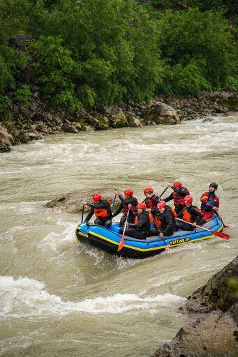 Trotz Regenwetters kamen zahlreiche Jugendliche aus ganz Österreich um im Gesäuse in der Natur einen Action reichen Tag zu verbringen.