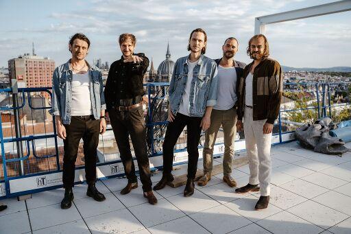 Die österreichische Erfolgsband WANDA vor der Aufzeichnung zum Konzert gegen Kinderarmut auf der Baustelle des neuen IKEA Wien Westbahnhof.