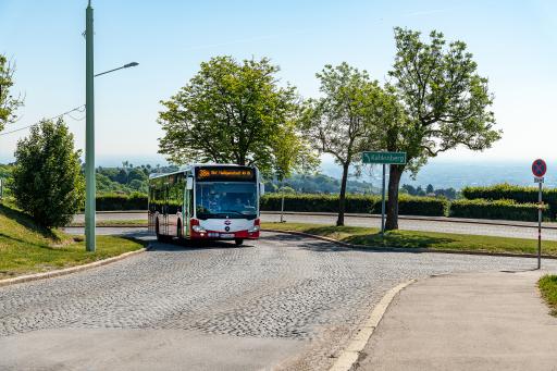 Zahlreiche Wander- und Radwege in der Bundeshauptstadt eignen sich perfekt für Wochenend- oder Tagesausflüge. Mit dem besonders dichten Netz an öffentlichen Verkehrsmitteln ist der Weg zum perfekten Einstiegsort zu den schönsten Erholungsplätzen und Radwegabschnitten in und rund um Wien schnell zu erreichen.