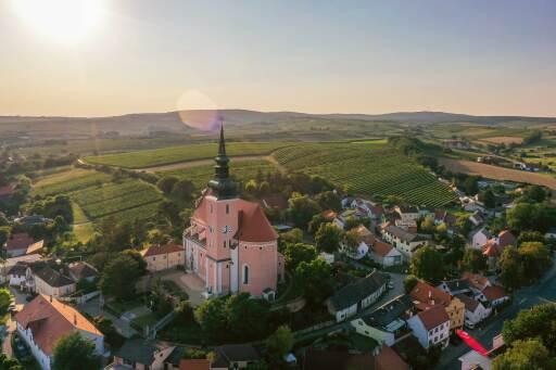 Luftbild von Poysdorf mit Kellergassen