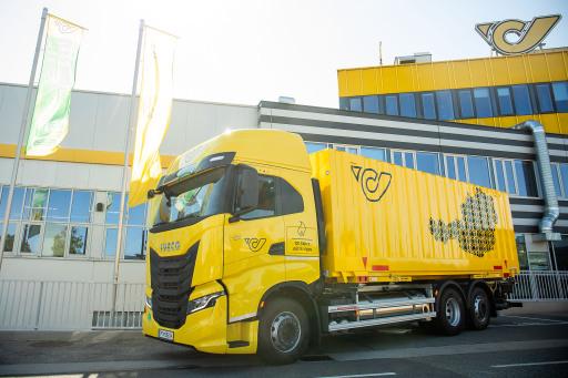 Der neue LNG-LKW der Österreichichischen Post vor dem Logistikzentrum in Wien-Inzersdorf.
