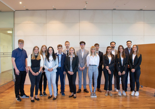 15 junge Menschen starten bei Raiffeisen NÖ-Wien ihre Banken-Lehre.