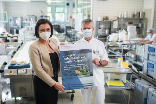Bundesministerin Elisabeth Köstinger besuchte das Pflege- und Betreuungszentrum Wiener Neustadt.