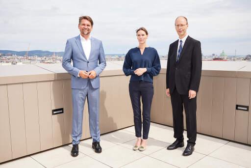 von links nach rechts: SVS-Obmann Peter Lehner, leitende Ärztin Prof. Eva Hilger, Generaldirektor Hans Aubauer