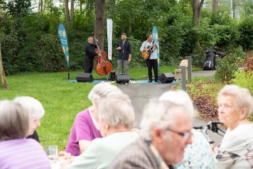Gartenkonzert im Rahmen des Kultursommers Wien am 4.8.2021 im Haus Schmelz. Band: Seavas Koarl feat. Wolfgang Linhart.