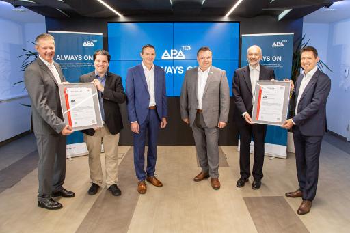 Die APA-IT erhielt am 5. 8. 2021 von TÜV Austria die offiziellen Zertifikate für Service-Management und IT-Sicherheit überreicht.
