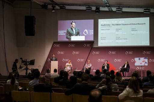 Martin BRUNNINGER vom Dachverband der Sozialversicherungen führte in die Thematik ein.
