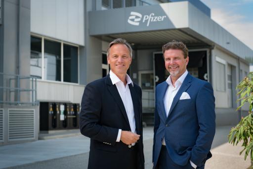 Prof. Dr. Robin Rumler, Geschäftsführer der Pfizer Corporation Austria in Wien (links); Martin Dallinger, Geschäftsführer der Pfizer Manufacturing Austria in Orth an der Donau (rechts)