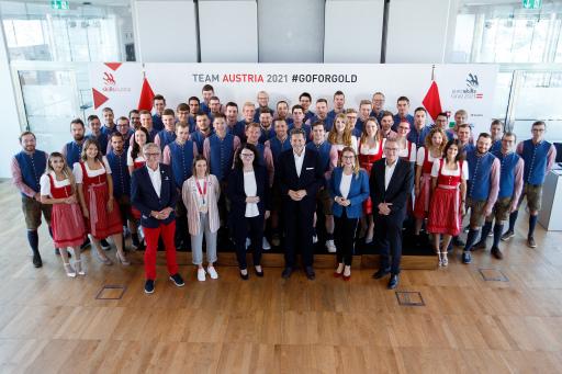 Team Austria 2021 mit Josef Herk (Präsident WK Steiermark), Bettina Plank (Bronzemedaillengewinnerin Olympia Tokio 2021), Doris Wagner (Sektionschefin BMBWF), Harald Mahrer (Präsident WKÖ), Margarete Schramböck (Bundesministerin BMDW), Wilhelm Trumler (Würth)