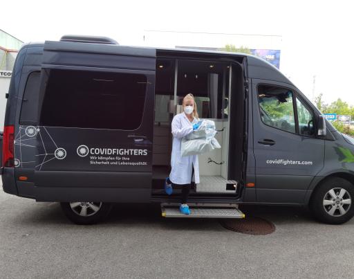 PCR-Proben kommen im Großlabor in Sankt Pölten an. LKWS haben zuvor die PCR-Proben von den Schulen abgeholt.