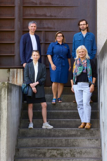 Jury, MAK-Schindler-Stipendien 2022/2023 (v. l. n. r.): Jenni Tischer (Künstlerin, Autorin und Dozentin), Thomas Trummer (Direktor, Kunsthaus Bregenz), Lilli Hollein (Generaldirektorin und wissenschaftliche Geschäftsführerin, MAK), Helge Mooshammer (Architekt und Theoretiker) und Nicole Scheyerer (Kunstkritikerin).