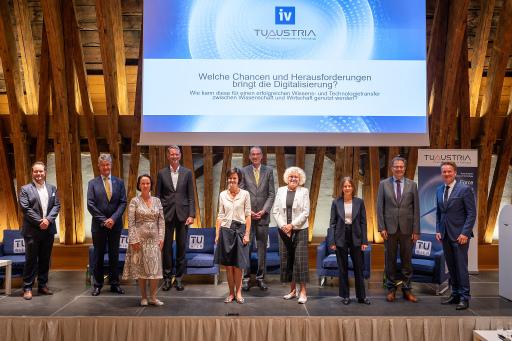 Die Teilnehmerinnen und Teilnehmer der Podiumsdiskussion beim 3. Hochschulpolitischen Dialog der TU Austria