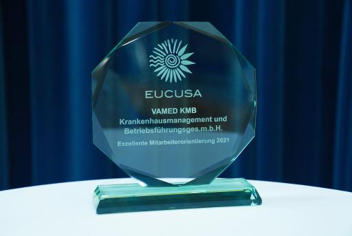 VAMED-KMB erhält beim EUCUSA Sommergespräch einen Award für exzellente Mitarbeiterorientierung verliehen