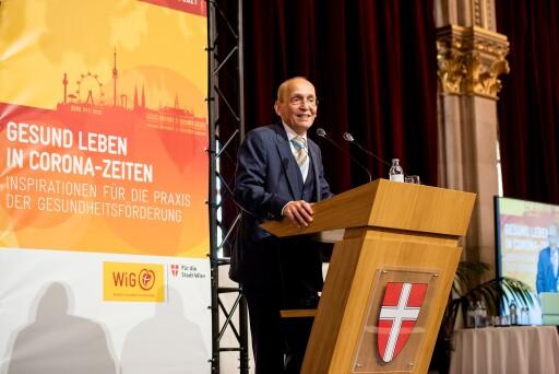 Foto von Zsolt Marton WiG-Geschäftsführer Dennis Beck eröffnet die Wiener Gesundheitsförderungskonferenz 2021