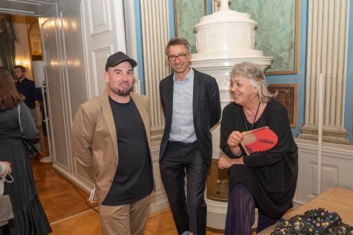 v.l.n.r. Künstler MartinBischof, VitusWeh, Künstlerin Ines Doujakc