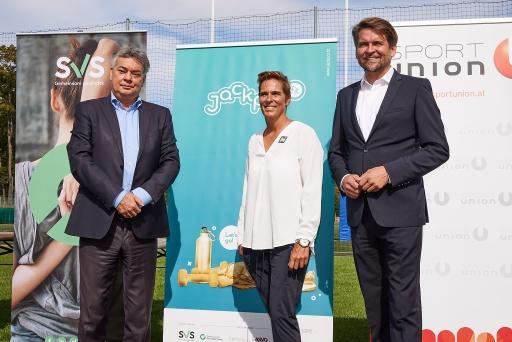 Werner Kogler, Vizekanzler und Sportminister, Michaela Dorfmeister, Doppel-Olympiasiegerin und Peter Lehner, Co-Vorsitzender des Dachverbandes der österreichischen Sozialversicherungsträger stellen gemeinsam das Jackpot.fit Programm vor.