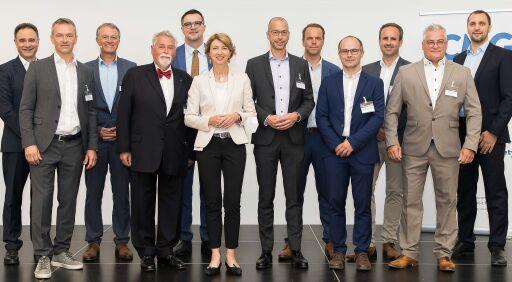 LHStv.in. Dr.in. Gaby Schaunig mit Heinz Pabisch, CMG/aggfa und Vortragenden beim Fiberday 2021. Abdruck honorarfrei: © CMG/aggfa (gleissfoto.at)