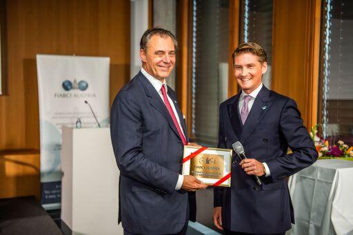 Staffelübergabe an der Spitze der FIABCI Austria: Dr. Eugen Otto übergab gestern Abend nach 20-jähriger erfolgreicher Tätigkeit die Präsidentschaft des Internationales Verbandes für Immobilienberufe (FIABCI) an den aktuellen Vizepräsidenten Dr. Matthias Gass (41).