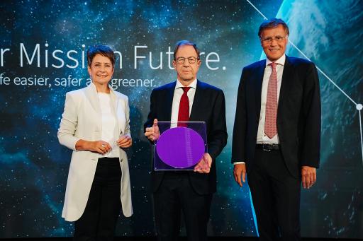 """""""Ready for Mission Future"""" - Infineon Austria-Vorstandsvorsitzende Sabine Herlitschka, Infineon-Vorstandsvorsitzender Reinhard Ploss und Jochen Hanebeck, Mitglied des Infineon Vorstands und COO (v.l.n.r)"""