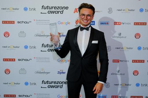 """Philipp Efferl (Medical Data Engineer medaia) durfte für SkinScreener den Award als """"Start-up des Jahres"""" und den Publikumspreis entgegennehmen"""