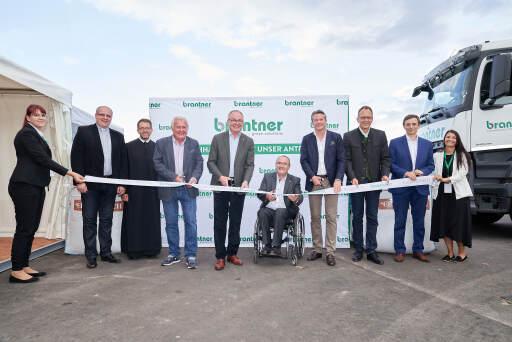 Banddurchschneidung bei Brantners Erdenreich Eröffnung