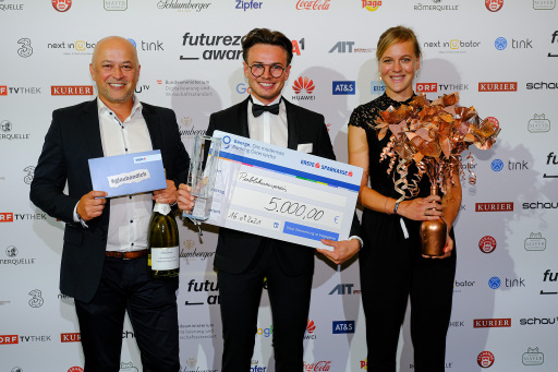 Philipp Efferl (Medical Data Engineer medaia) durfte für SkinScreener den Award den Publikumspreis entgegennehmen
