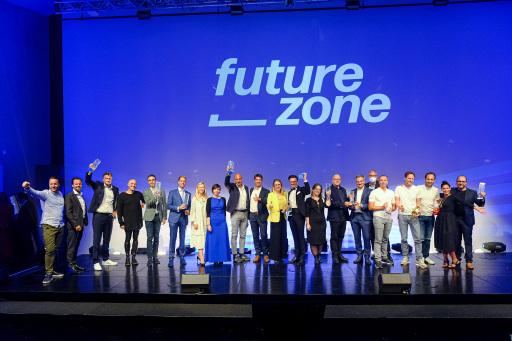 Alle Gewinner auf der Bühne des futurezone Award 2020
